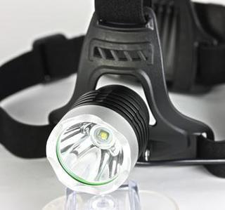 明るいLEDヘッドライトを購入するならコレです。照らしながら、両手が使えます。